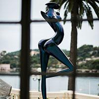 Danseuse exposée à Beaulieu, scultpture monumentale en carbone de Marion Bürklé